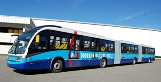 A população pode não saber o nome dos modelos de ônibus, como sabe dos carros. No entanto, ela diferencia um veículo moderno, mais seguro e mais bonito. Além de apostar em eficiência operacional, que é fundamental em qualquer sistema, operadores e indústrias investem no design mais moderno dos ônibus para atrair passageiros e usuários dos carros para os sistemas de transportes públicos. Mas os ônibus não se limitam a ser bonitos. Eles são mais seguros, modernos e confortáveis. O modelo Neobus Mega BRT, Volvo, entregue em Goiânia, e que já roda em Curitiba, tem espaço interno maior, corredores e distância entre os bancos aumentados assim como a altura interna. Monitores de TV, painéis que avisam por imagem e áudio as paradas para os passageiros, computadores de bordo que informam em tempo real os dados operacionais de veículos e sistemas de rastreamento inteligentes que emitem relatórios de como o ônibus está sendo dirigido também oferecem mais segurança e confiabilidade aos passageiros.