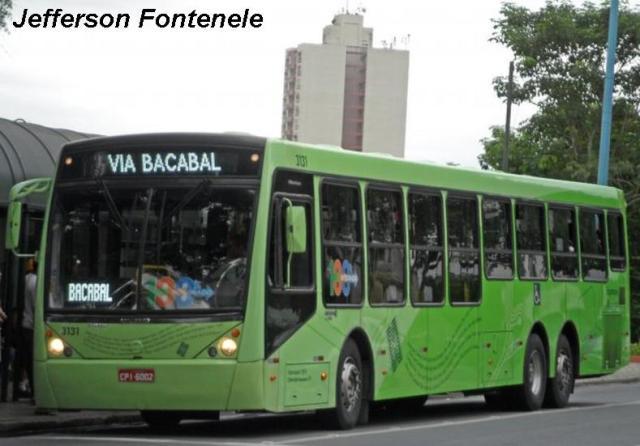 ônibus urbano com bagageiro
