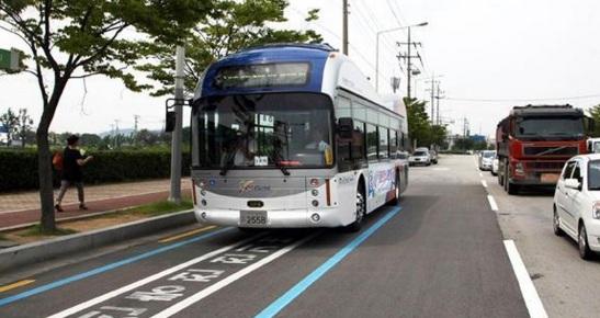 ônibus recarga asfalto