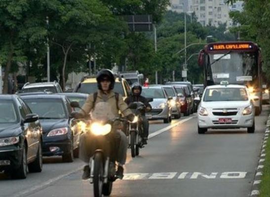 motos faixas de ônibus