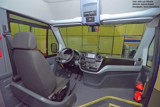Interior traz conforto maior que de vans como dos ônibus, mas também incorpora conceito das fabricantes de carros Foto: João Luiz Oliveiraolare