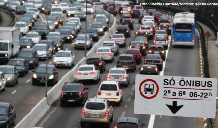 Para 88,3% dos entrevistados, faixas deixaram viagens de ônibus menos estressantes e para 88,2%, viagens ficaram mais rápidas. Foto: Estadão Conteúdo/Matéria: Adamo Bazani
