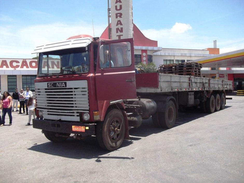 No meio do caminho, uma Scania histórica