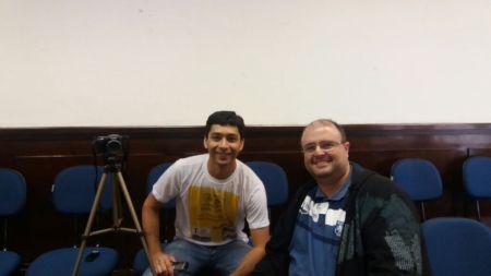 Carlos Henrique (à esquerda) e Adamo Bazani em cobertura de evento sobre ônibus elétricos em São Paulo