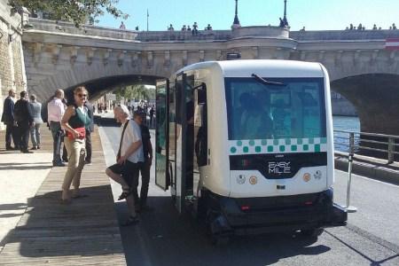 easymile-ez10-driverless-minibus-paris