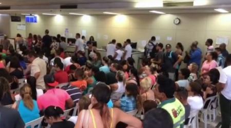Posto da SPTrans no Centro teve lotação acima do normal. Reprodução TV Globo
